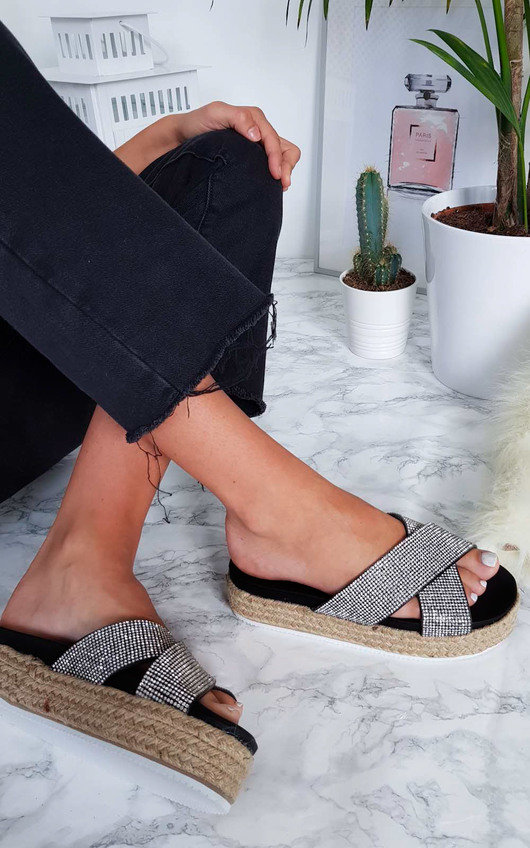 Darcie Crossover Flatform Sandals