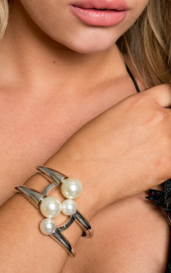 View the Valetta Pearl Cuff online at iKrush