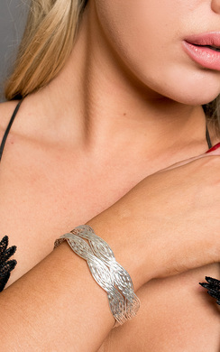 View the Everleigh Twisted Bangle  online at iKrush