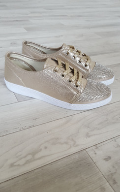 View the Holley Diamante Trainers online at iKrush