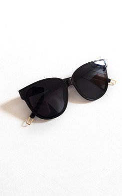 View the Katie Black Sunglasses online at iKrush