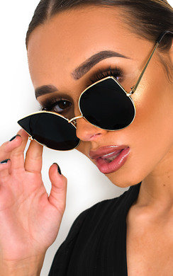 View the Matilda Oversized Winged Sunglasses online at iKrush