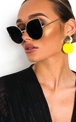 View the Matilda Oversized Winged Sunglasses online at iKrush