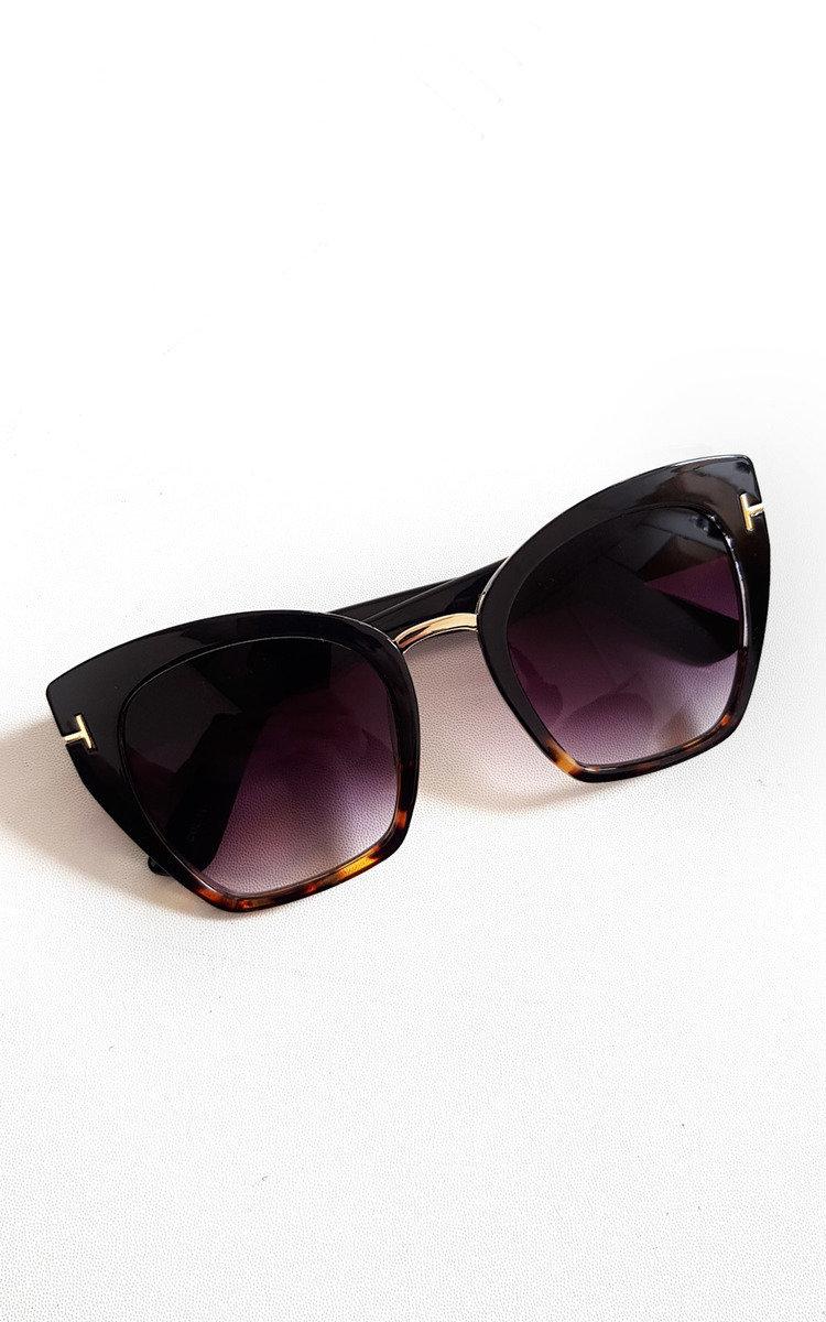 Emily Tortoiseshell Square Sunglasses in Black