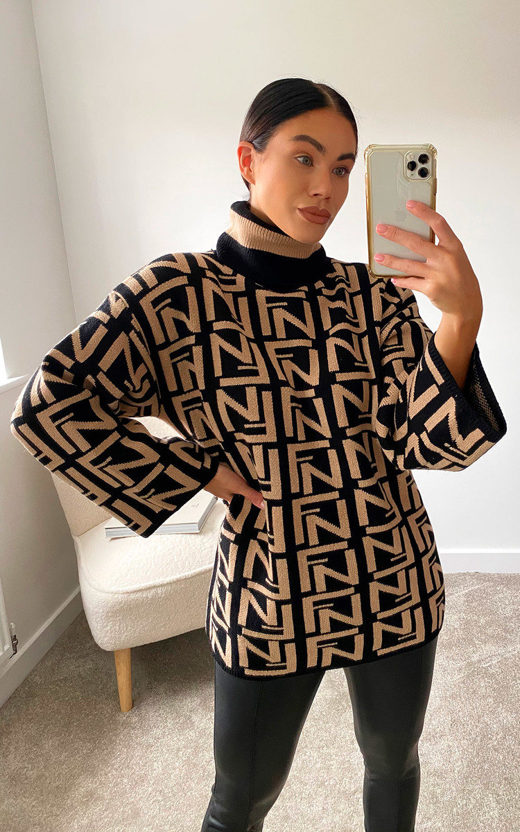 Yazzi Printed Knitted Jumper in Beige